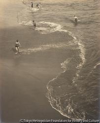 作品画像:海辺 5人