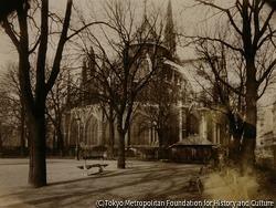 作品画像:ノートルダム寺院の広場