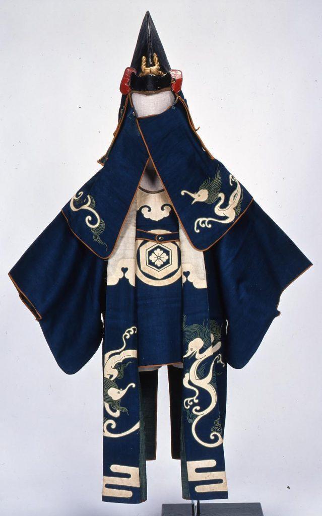作品画像:火事装束(丸に亀甲花菱紋 龍文縫い取り)