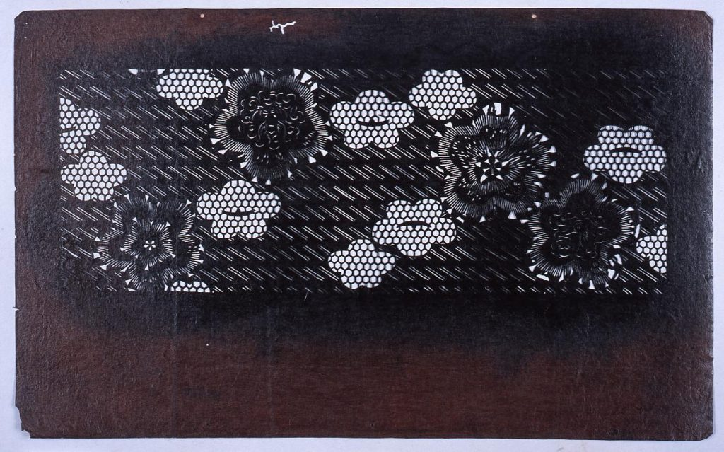 作品画像:長板中形型紙 桧垣に梅文 (小判 追掛)