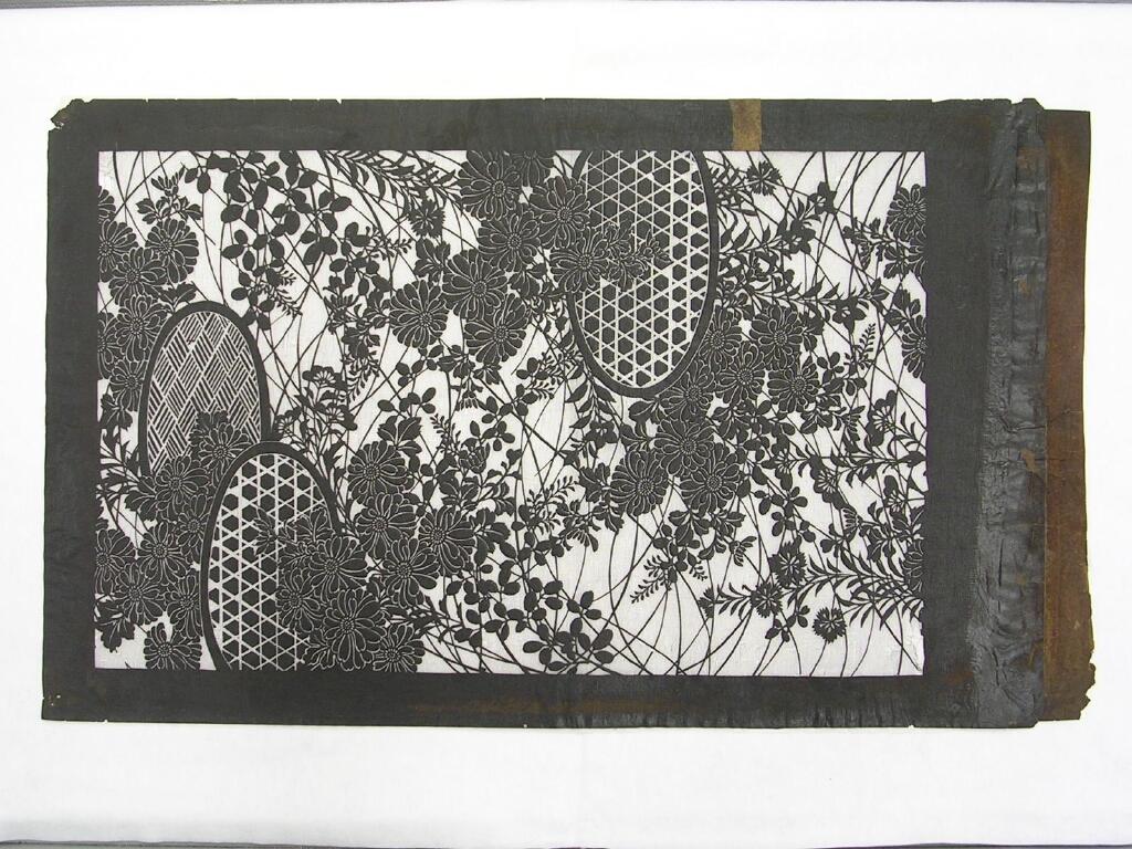 作品画像:長板中形型紙 大判 秋の草花と垣根文