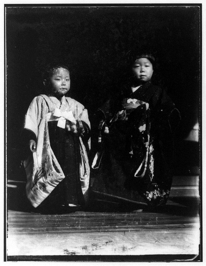 作品画像:和服の少年と少女