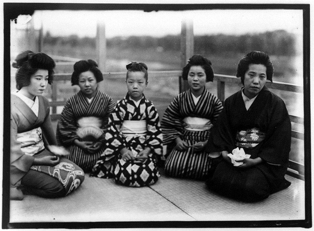 作品画像:涼み台の5人の女性