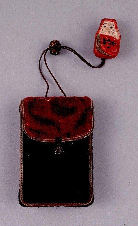作品画像:赤黒ビロード製一つ提げたばこ入れ