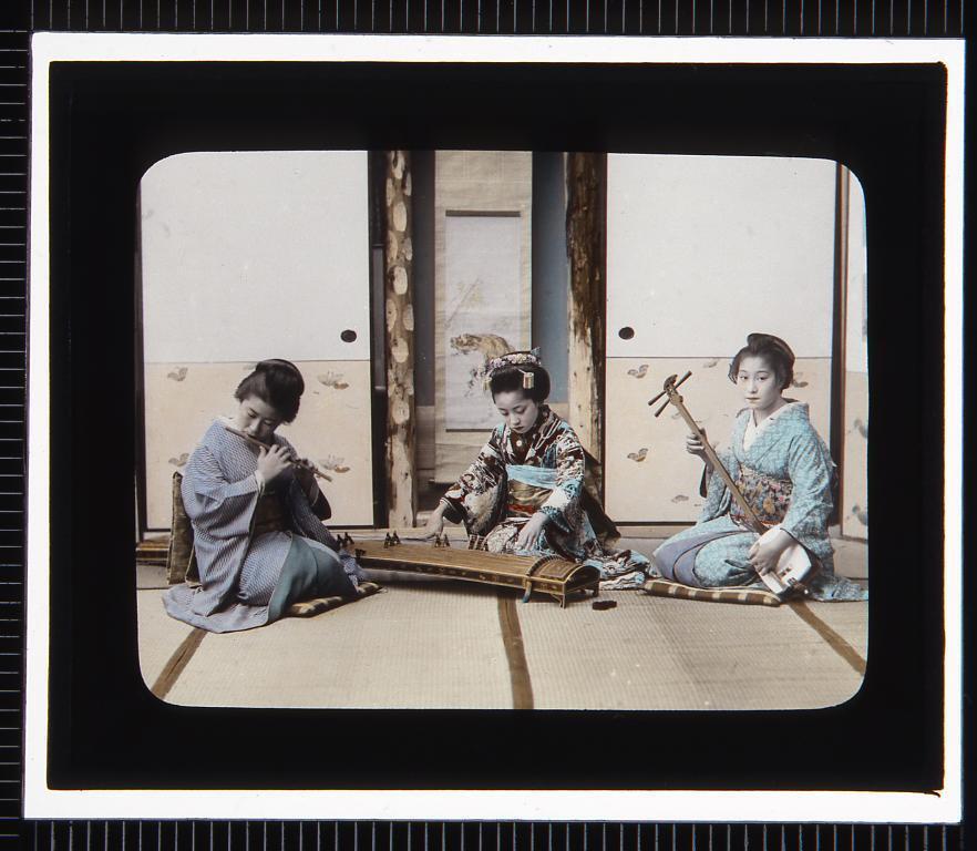 作品画像:芸事 笛・琴・三味線(幻灯原板)