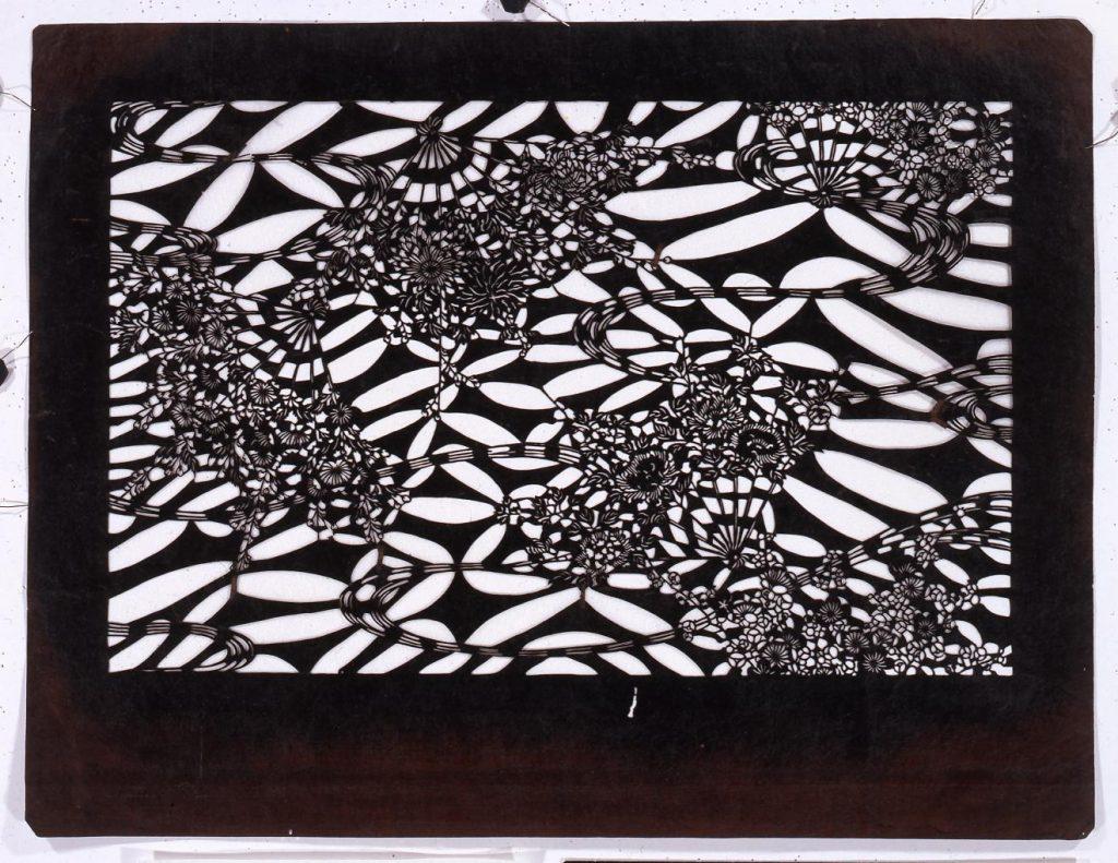 作品画像:長板中形型紙 扇面花に流水(小判 追掛)