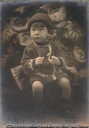 作品画像:(帽子をつけた幼児座像)