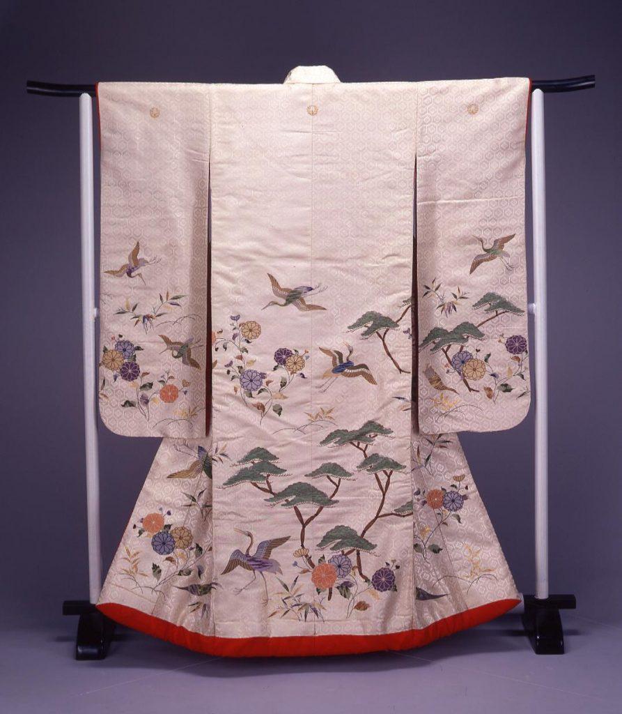 作品画像:白地鶴亀に松竹梅模様染縫打掛