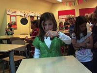 作品画像:スプーン曲げを教える(レッスン4、ナッツスクール・ゾルグフリット、デン・ハーグ、2010)
