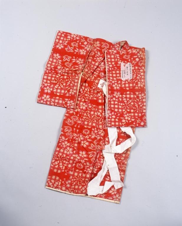作品画像:裁縫練習用一ッ身子供着物 綿赤地格子に桜楓文様袷