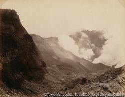 作品画像:磐梯山・噴口内土石流出