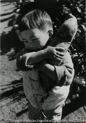 作品画像:ヨッチャンさつま芋を肩に