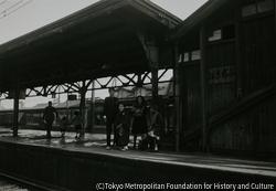 作品画像:藤沢駅に祖母を送る