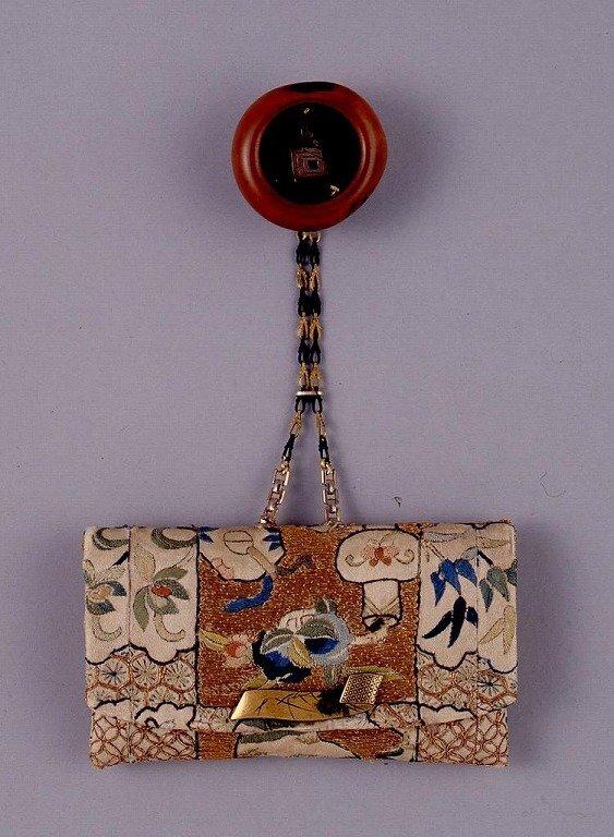 作品画像:唐美人刺繍一つ提げたばこ入れ