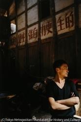 作品画像:自宅の毛沢東スローガン前のグイメイ、重慶
