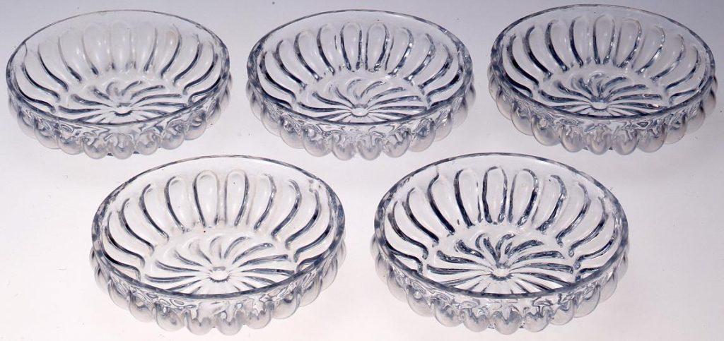 作品画像:無色菊花型型吹き小皿