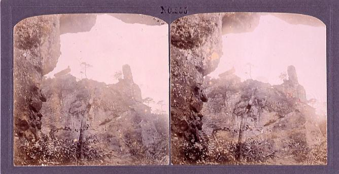 作品画像:妙義山大砲岩と揺岩(No.255)