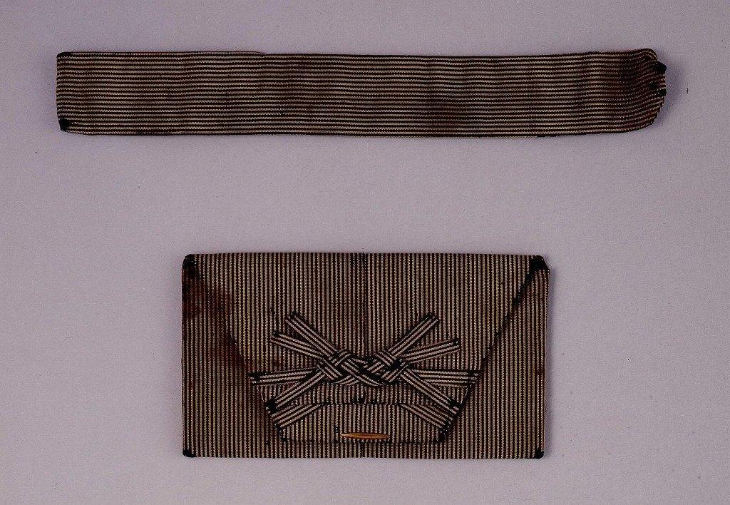 作品画像:袴形懐中たばこ入れ