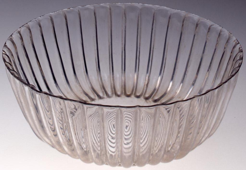 作品画像:無色菊型深鉢