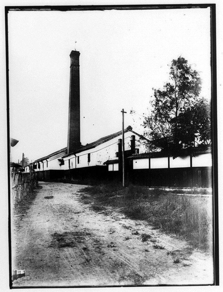 作品画像:煙突のある工場