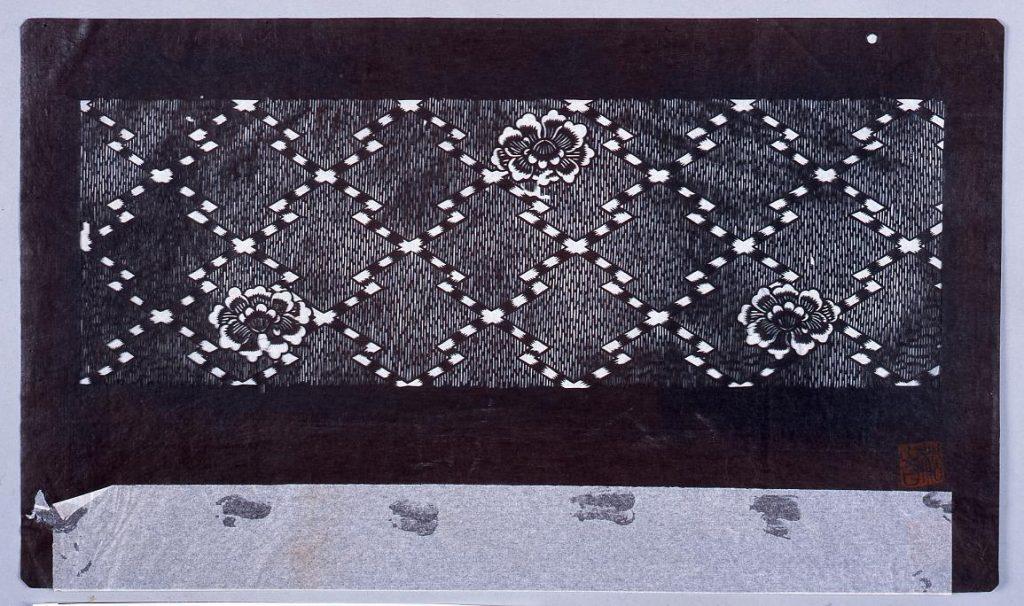 作品画像:長板中形型紙 とくさ縞地に手綱文と牡丹