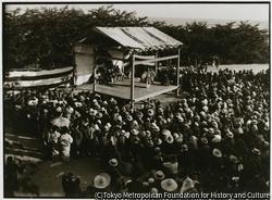 「世阿弥」が佐渡に流されたのは永享年間 神社には、仮設能舞台が用意されている
