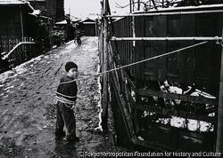 作品画像:ひとり遊びの子ども 東京 大森