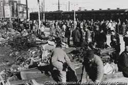 作品画像:東京大森 敗戦後の闇市