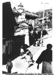 作品画像:長與善郎『青銅の基督』オランダ坂(東山手町)
