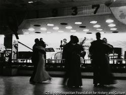 作品画像:ダンスホール