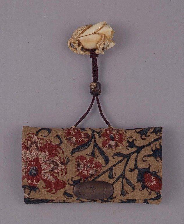 作品画像:ペルシア更紗花文一つ提げたばこ入れ