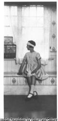作品画像:窓辺の少女