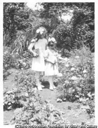 作品画像:2人の少女