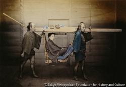 作品画像:日本人女性と乗り物