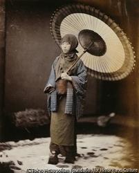作品画像:傘をさす日本人女性
