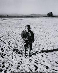 作品画像:河原で逢った老婆