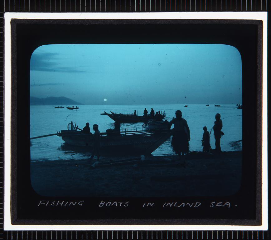 作品画像:瀬戸内海の漁船(幻燈原板)