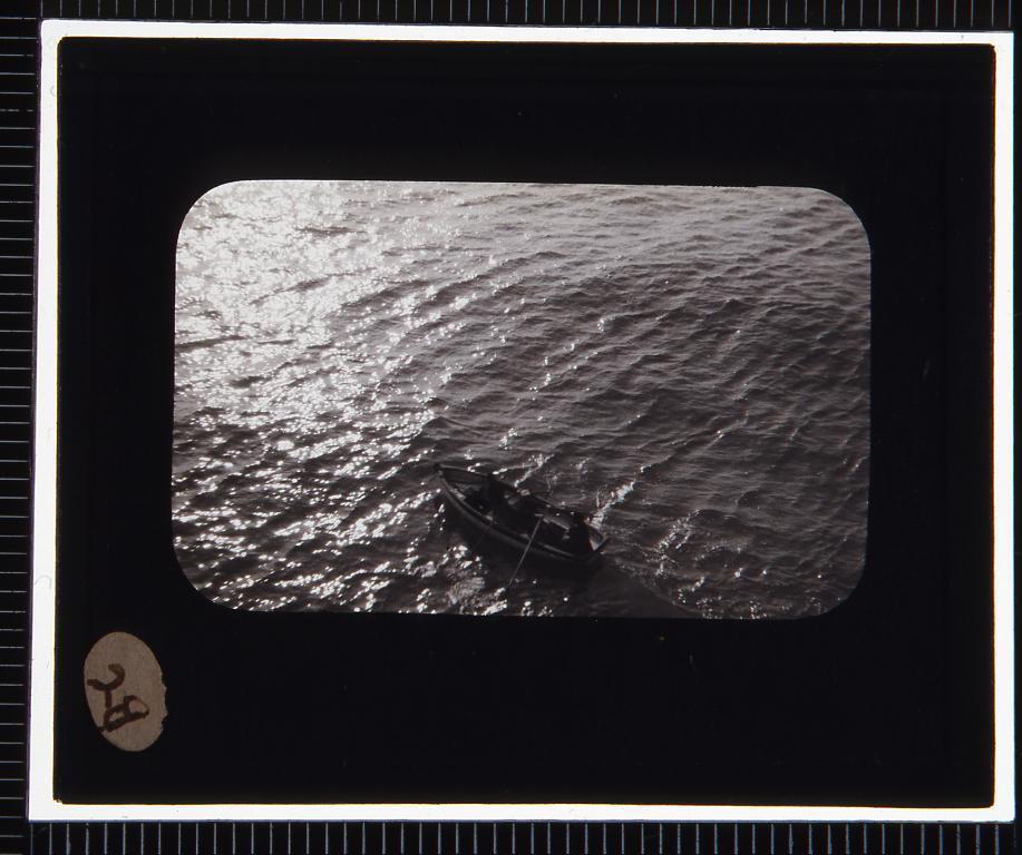 作品画像:海と艀(幻燈原板)