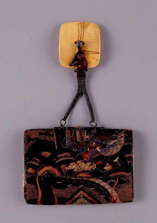 作品画像:龍文刺繍一つ提げたばこ入れ
