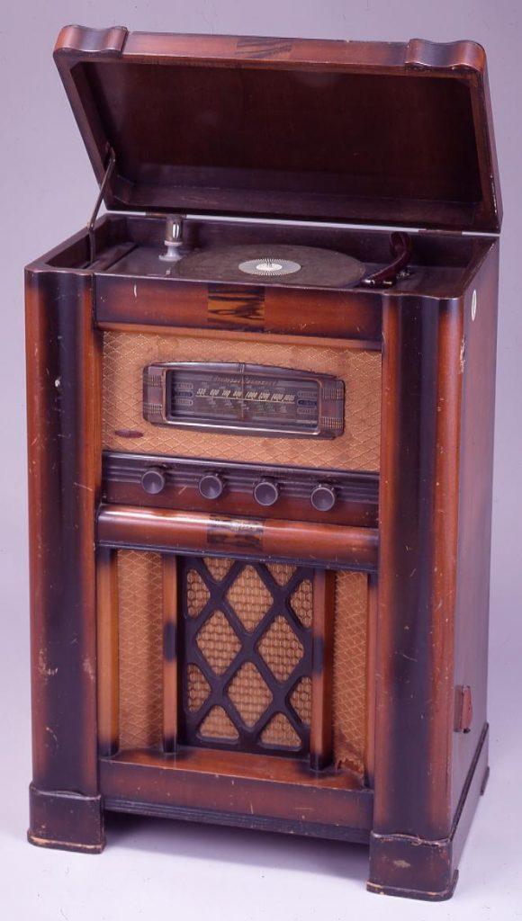 作品画像:電気蓄音機
