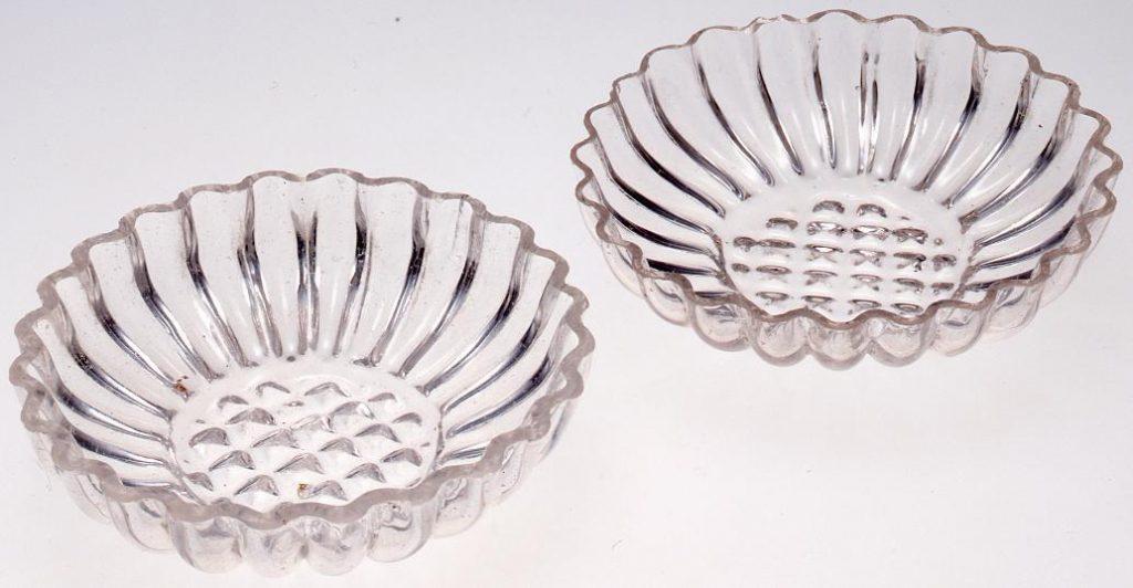 作品画像:無色菊型型吹き盃