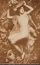 作品画像:着飾った女性