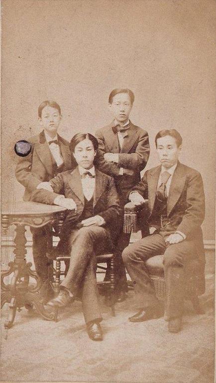 作品画像:川村清雄と徳川家留学生たち(ニューヨークブルックリンにて)