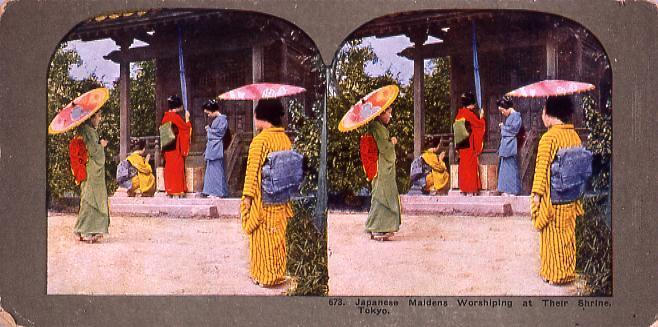 作品画像:Japanese Maidens WorshipingAt Their Shrine,Tokyo.673