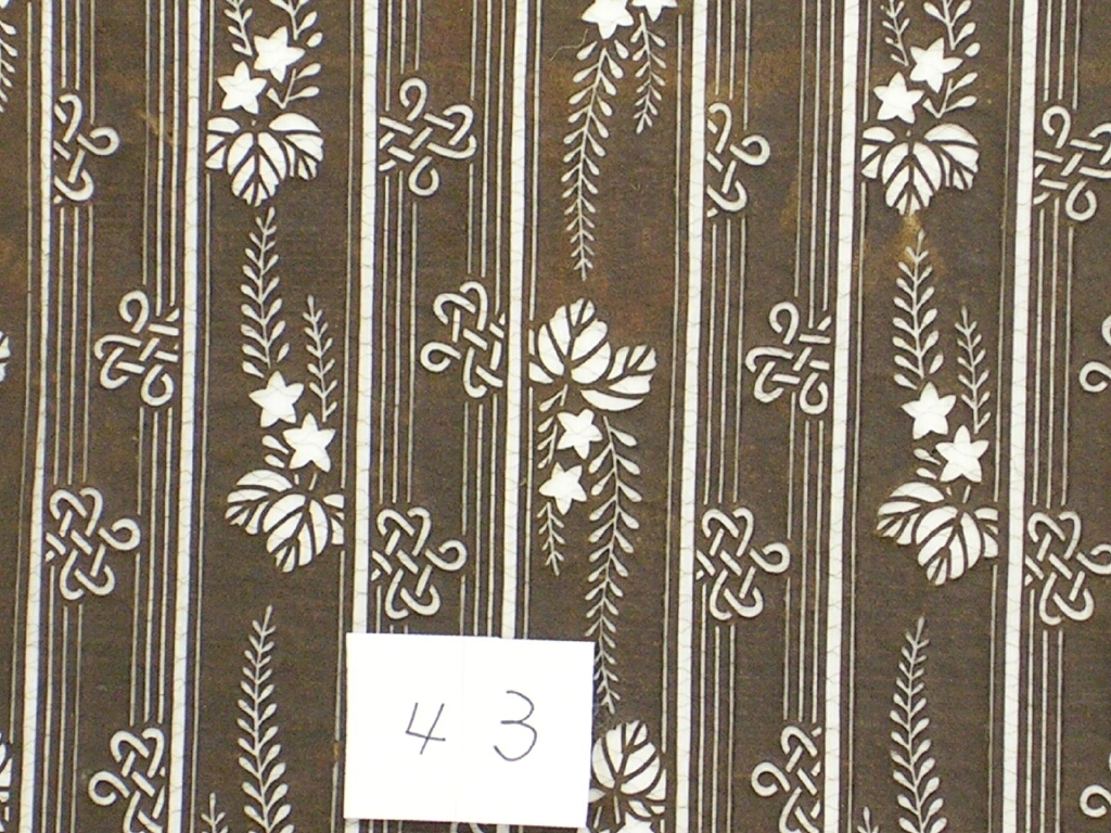 作品画像:長板中形型紙 中判糸入 片子持縞桐花文