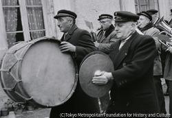 作品画像:ブロアの町にて・村人の楽隊