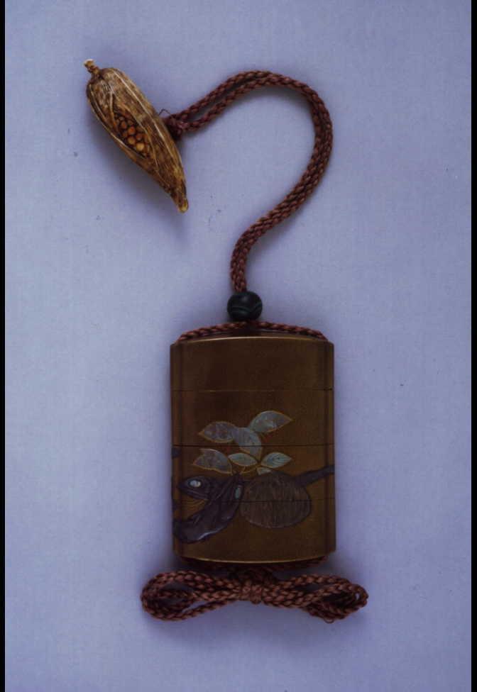 作品画像:干魚萬両高彫螺鈿印籠