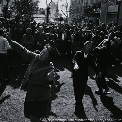 作品画像:数寄屋橋公園・踊る宗教