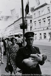 作品画像:ワルシャワ・兵隊の親子