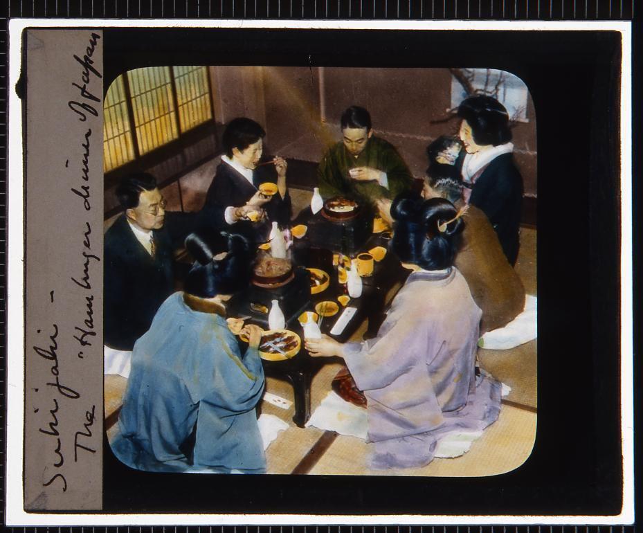 作品画像:すきやきを食べる人々(幻燈原板)